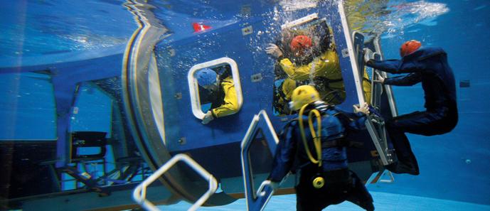 Nederland Rotterdam, 22 januari 2007 Falck nutec op de maasvlkate. Her bedrijf verzorgd trainingen brandbestrijding , trainingen offshore , veiligheid , ehbo etc. Foto: Arie Kievit/